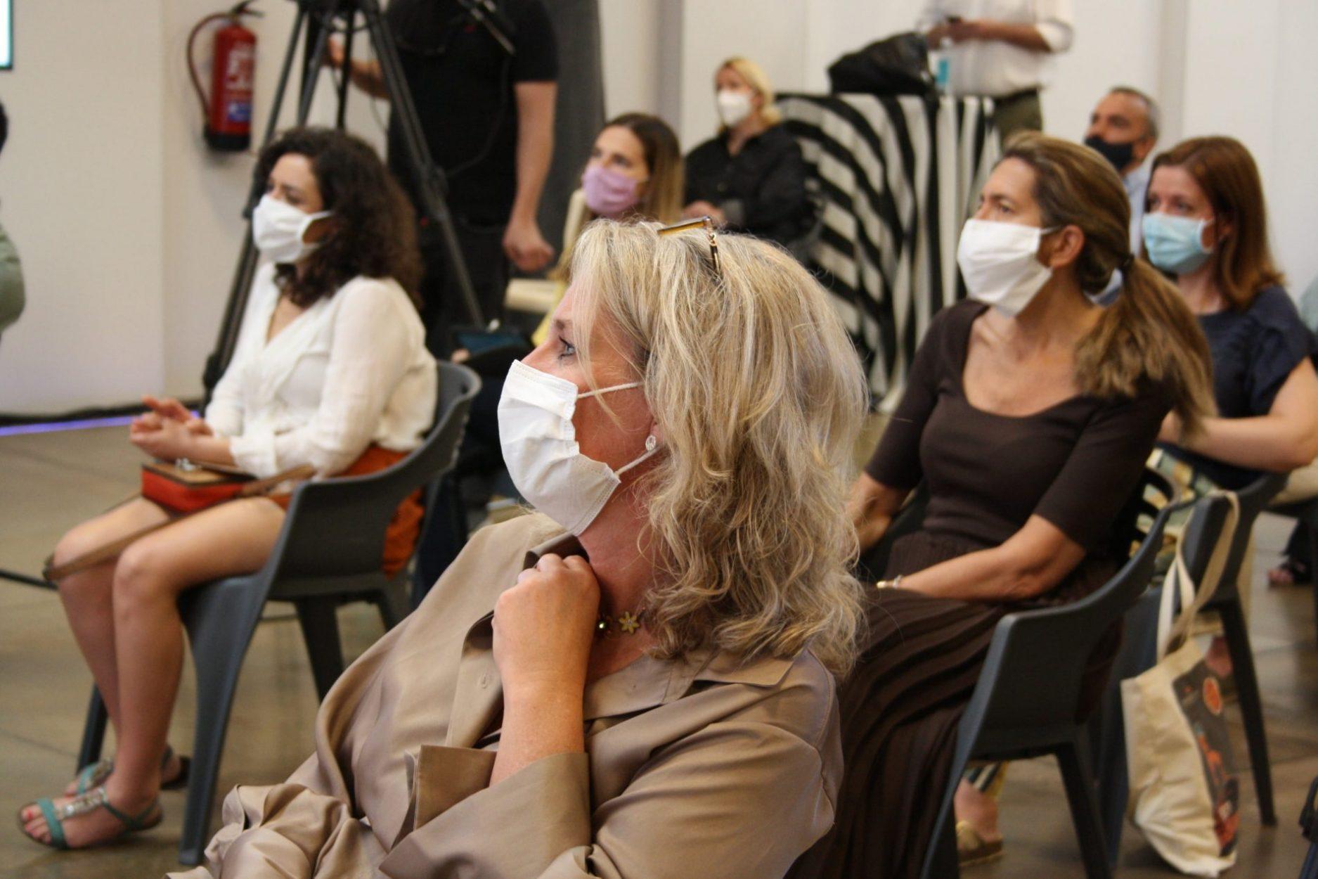 Público en evento híbrido.